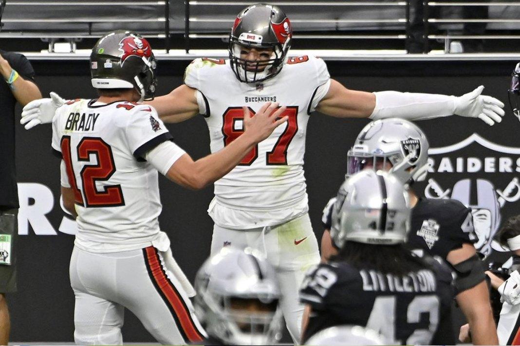 Brady's 4 TD passes lead Bucs past Raiders 45-20