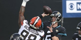Browns survive late scare, hold on to beat Jaguars 27-25
