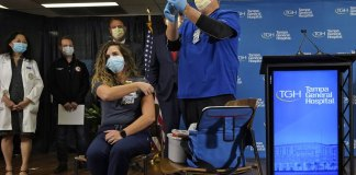 'Historic' moment in Florida as first COVID vaccines given