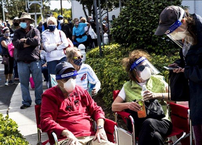 Seniors begin swarming COVID-19 vaccination sites across Florida