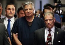 Trump pardons former campaign chairman Paul Manafort