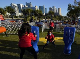 Tampa Bay makes best of Super Bowl week amid sour economy
