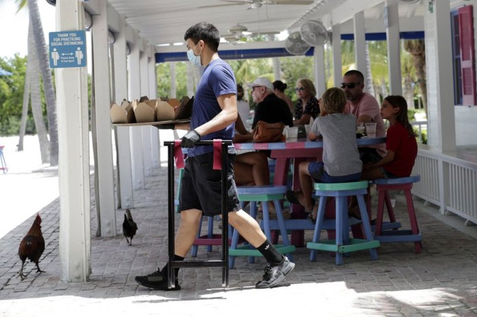 FL vs CA: Virus tolls similar despite governors' contrasting actions