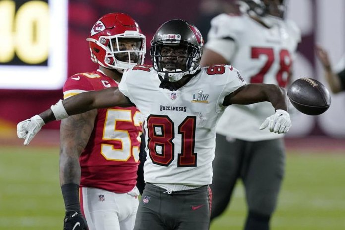 WR Antonio Brown returning to Bucs on 1-year deal