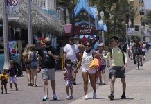 Memorial Day: Expect crowded airports, packed Florida hotels