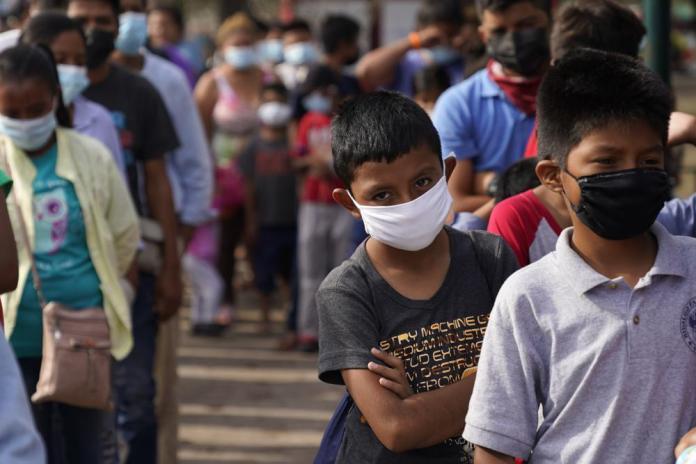 Migrants send kids into US alone 1