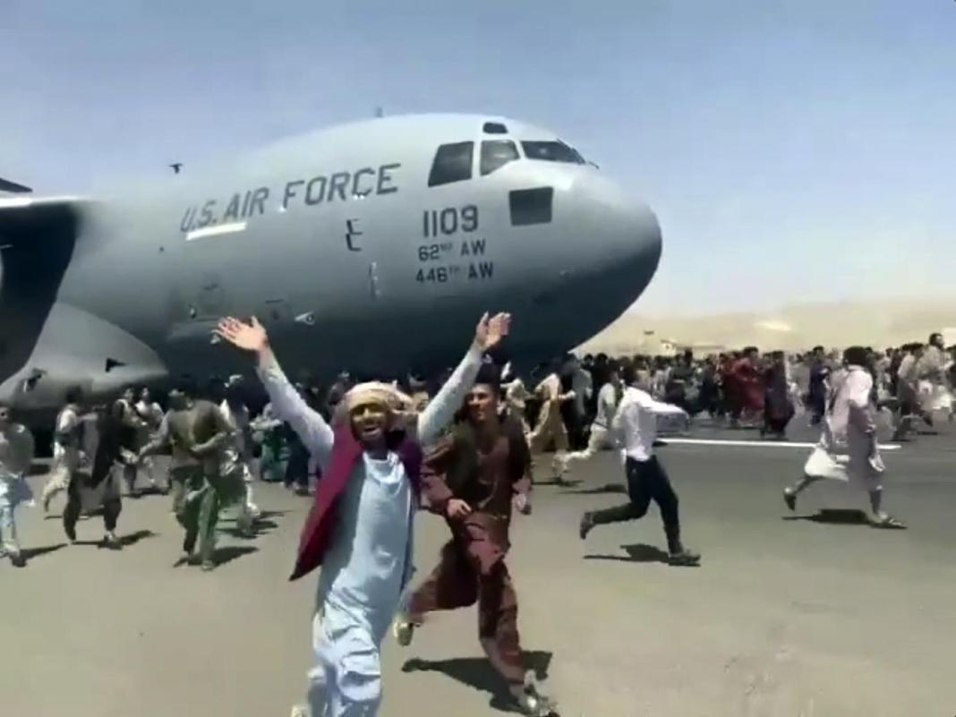 Kabul airport plunges into chaos as Taliban patrols capital