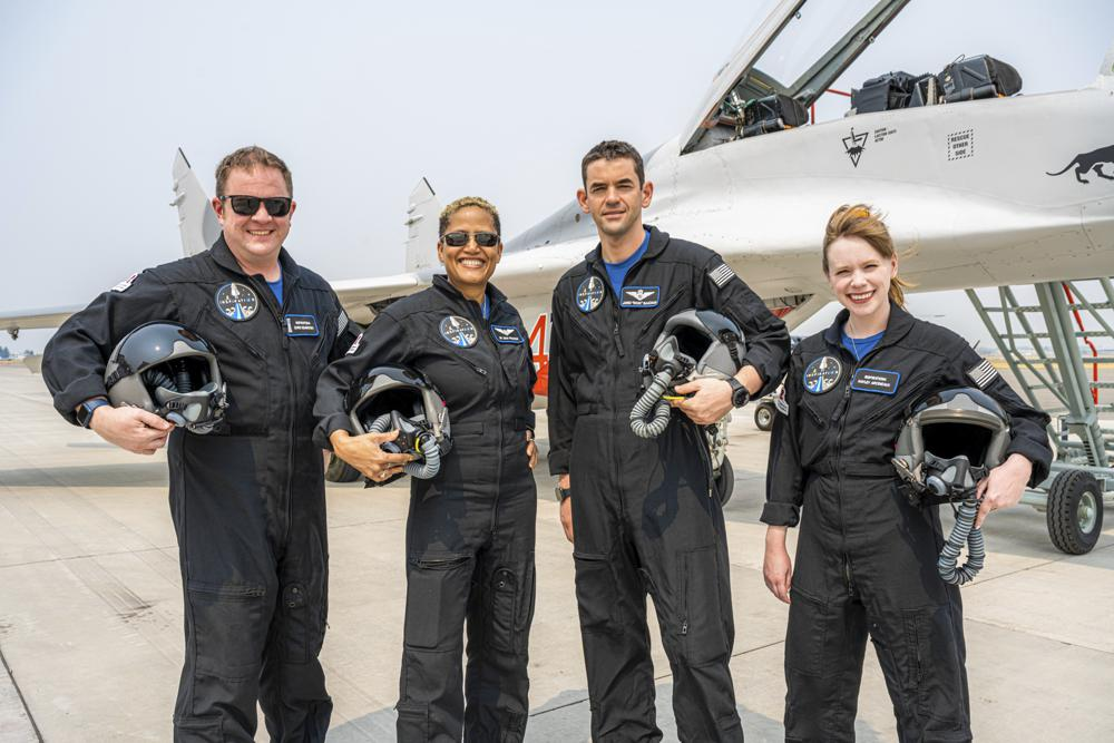 4 tourists will circle Earth on 1st SpaceX private flight