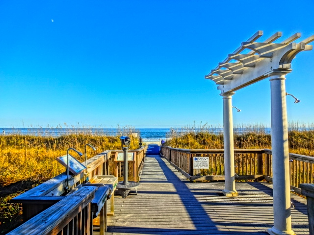 Marriott SurfWatch Beautiful Boardwalk to Beach