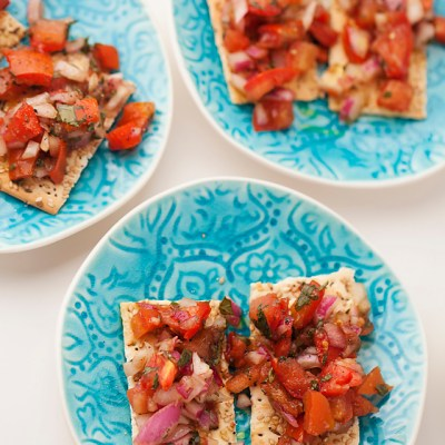 bruschetta flatbread, summer entertaining, appetizer, fresh