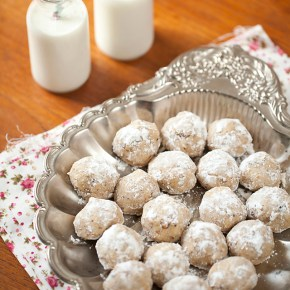 mexican wedding cookies, cookies, dessert, Cinco de Mayo, Taco Tuesday, Christmas, Mexican dessert