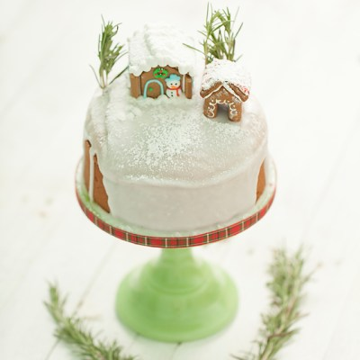 gingerbread cake with royal icing, gingerbread cake, royal icing, seasonal baking, baking, homemade, sweet treats, Christmas cake