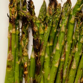 salted grilled asparagus, asparagus, grilling, easy entertaining, side, vegetable, new years eve entertaining