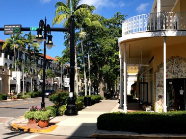 Olde Naples, Fifth Avenue