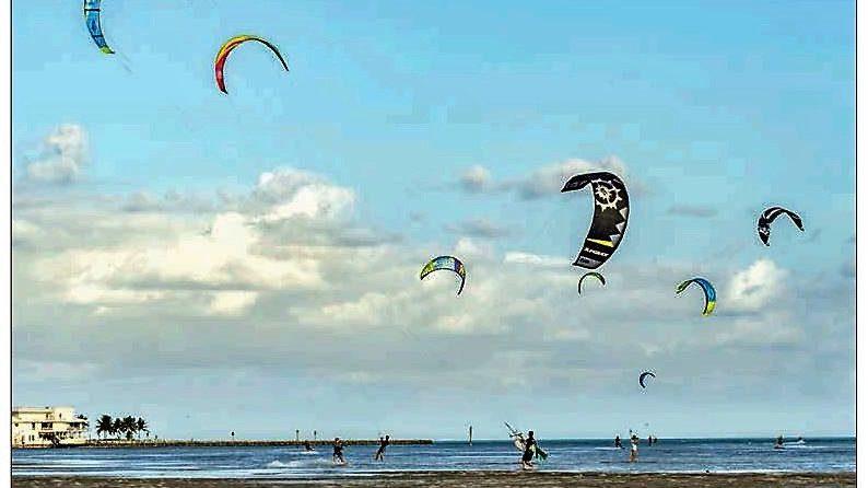 Kiteboarding in Islamorada at Anne's Beach