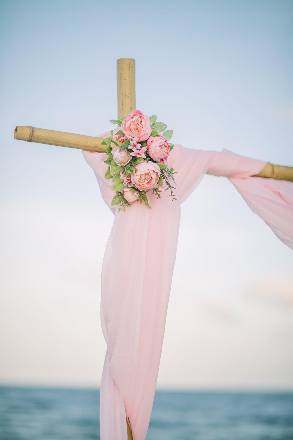 simple-beach-wedding-decoration-for-elopment-6 Simple Bamboo Decoration for Elopments