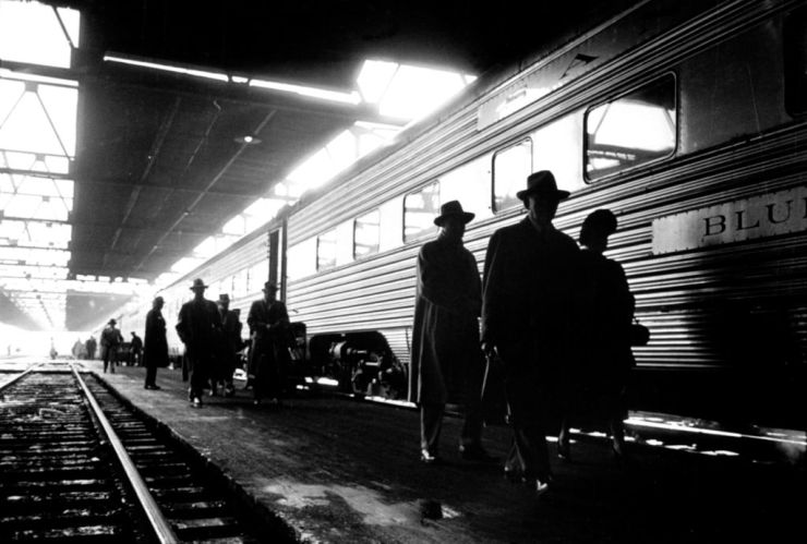 Stanley_Kubrick,_Commuters_in_train_station,_Chicago,_1949