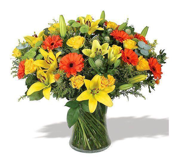 ramo-de-rosas-y-flores-variadas-en-tonalidades-amarillas-y-naranjas