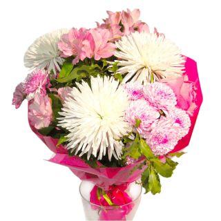 Ramo-de-flores-silvestres-en-tonos-blancos-y-rosas-1