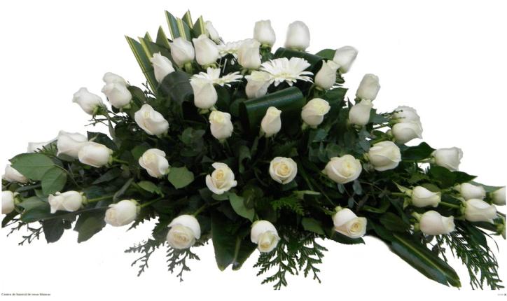 centro funerario de rosas blancas