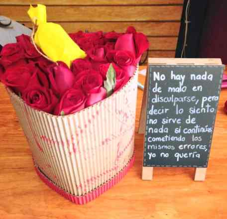 Caja de flores con pizarron para Arreglos florales Tijuana - Florerias en Tijuana