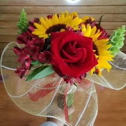 Ramo de girasoles con rosas para Arreglos florales Tijuana - Florerias en Tijuana