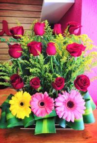 12 rosas con gerberas para Arreglos florales Tijuana - Florerias en Tijuana