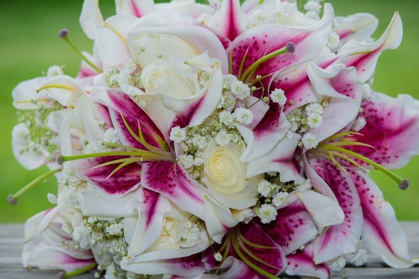 ramos de flores con lirio para tu boda