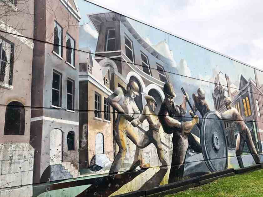 Mural depicting workers in Pullman, Illinois