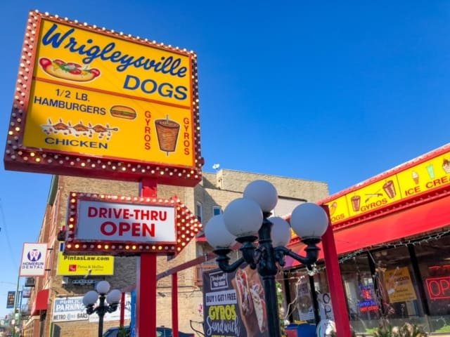 Wrigleyville Dogs restaurant in Lakeview
