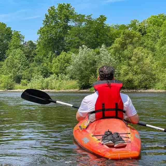 man kayaking on the kalamazoo river