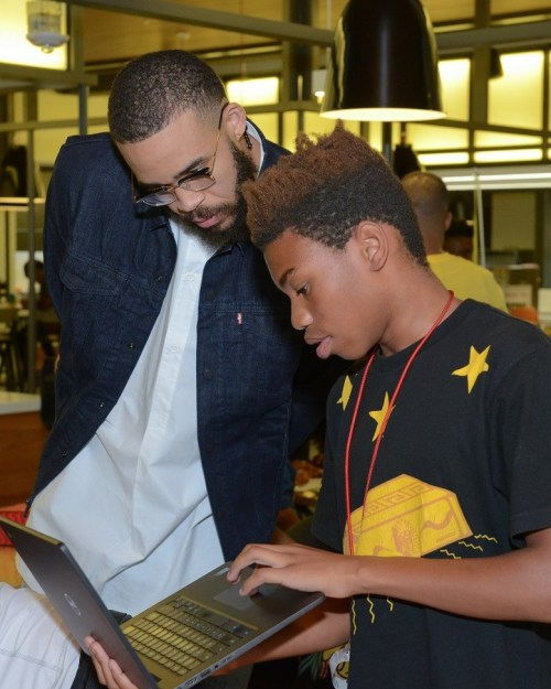 "Golden State Warriors' Andre Iguodala & Javale McGee Attend Google's ""Tech Slam"" – Pics"