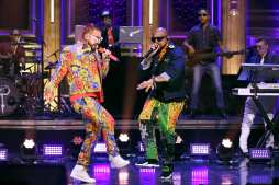 "Sean Paul & J Balvin Perform Their Summer Smash ""Contra La Pared,"" on The Tonight Show Starring Jimmy Fallon 🔥🔥"