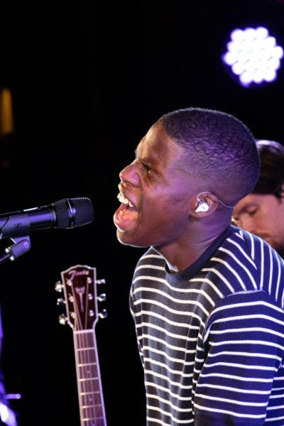 Daniel Caesar Performs Live in London As Part of Apple Music's Up Next Live (1)