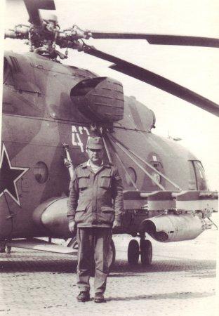 Федор Перекрестов на фоне вертолета
