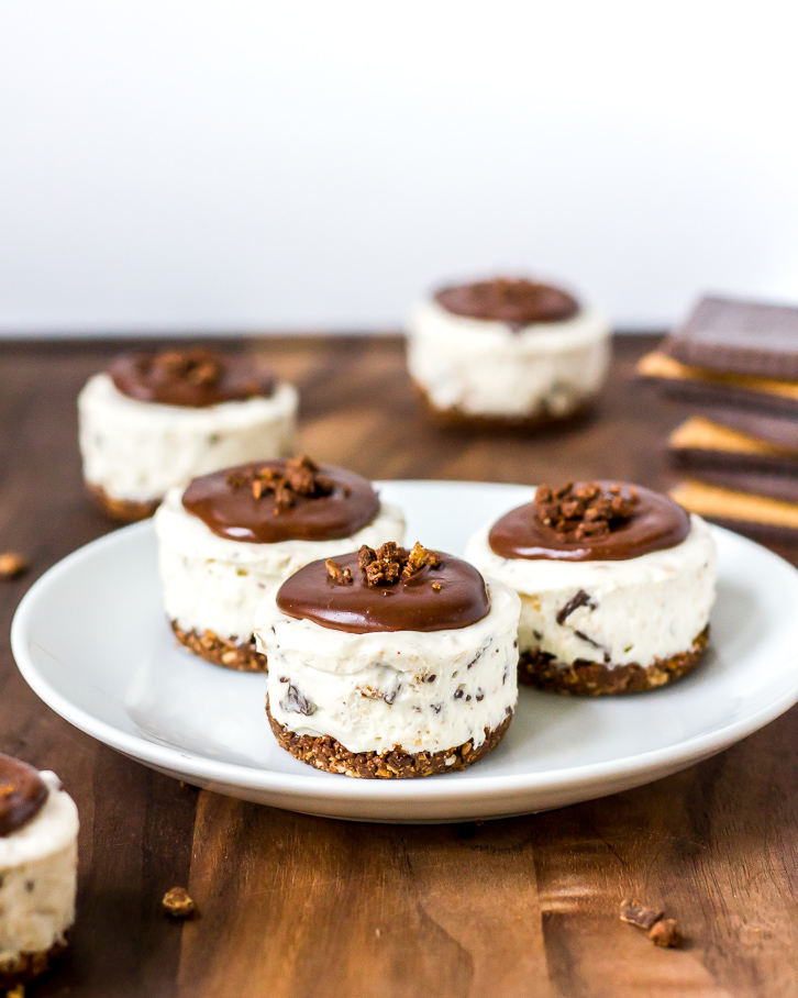 No Bake Mini Cheesecakes with Chocolate Butter Biscuits | Flour Covered Apron | Dark chocolate ganache is the perfect topping for these mini no bake cheesecakes made with Bahlsen's Choco Leibniz butter biscuits in the crust and filling!