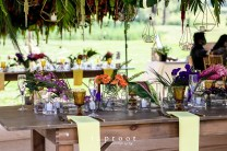 Table scaping loose florals leaves