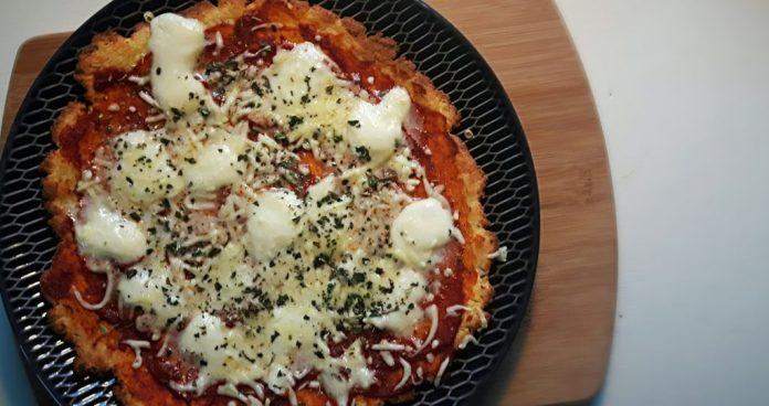 koolhydraatarme pizza met fathead bodem - flowcarbfood.nl