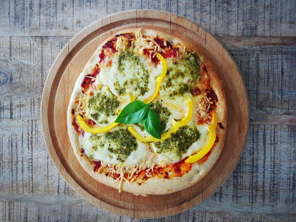 Koolhydraatarme pizza met Magioni bodem - flowcarbfood.nl