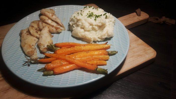 Koolhydraatarme bloemkoolpuree met geroosterde wortels en vis