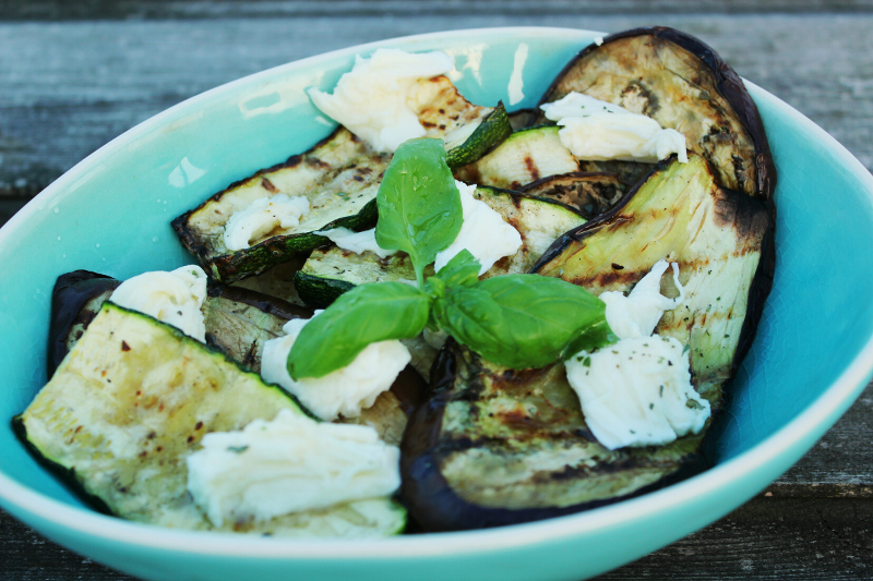 gegrilde aubergine en courgette met mozzarella