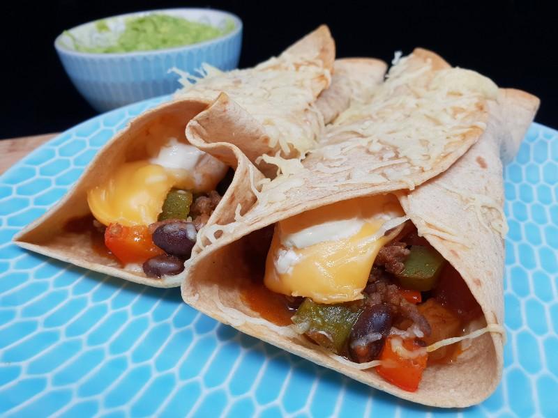 Koolhydraatarme burrito's met groenten, gehakt en guacamole