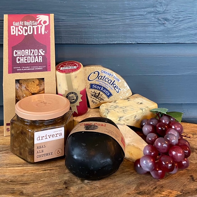 Xmas Cheese Selection (with Crackers & Chutney)
