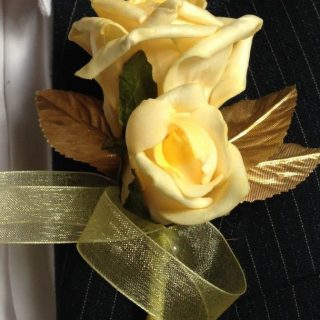 Yellow-lemon roses with gold leaves