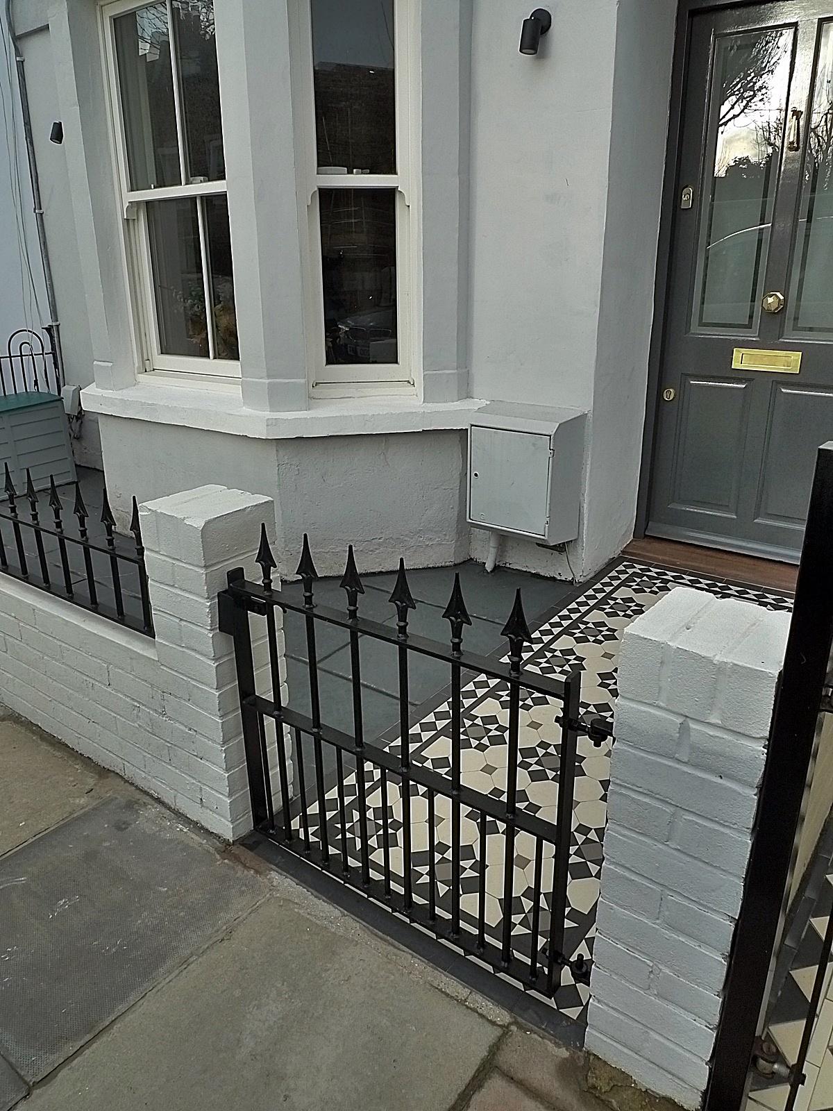 Iron Bespoke Metal Gate Rail Render Garden White Walls
