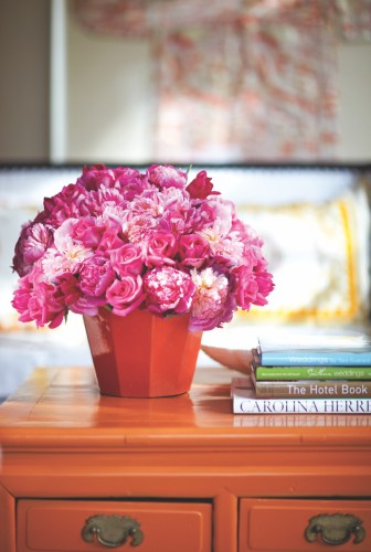Tara Guérard pink flower arrangement