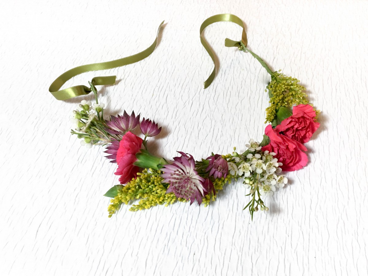 Easy diy flower crown how to flower magazine diy flower crown izmirmasajfo