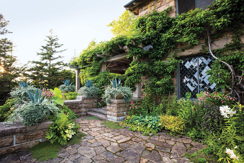 Martha Stewarts Summer Getaway Skylands Flower Magazine