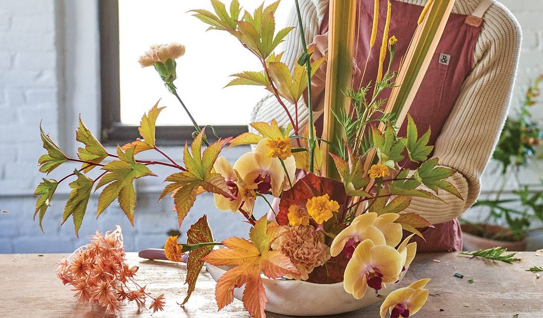 ikebana style flower arrangement