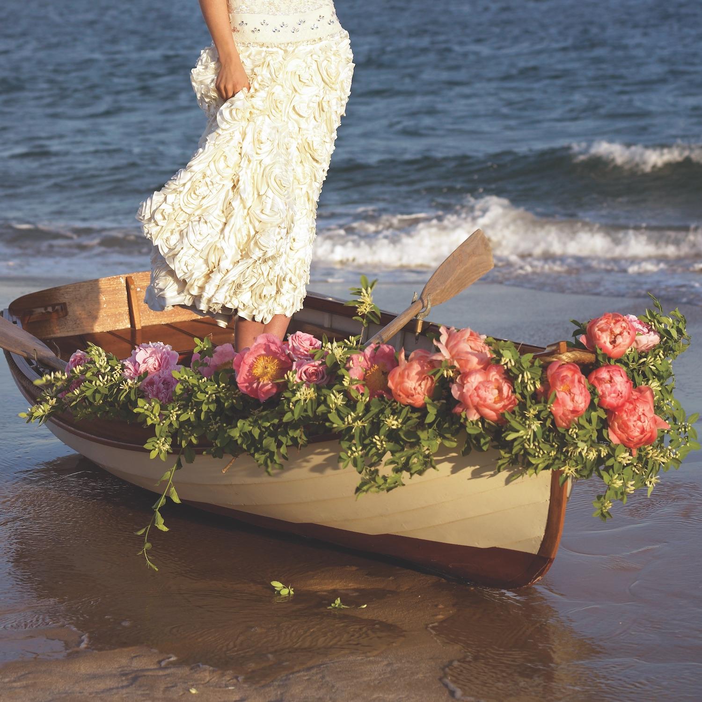 Bring The Romance Romantic Flower Arrangements Flower Magazine